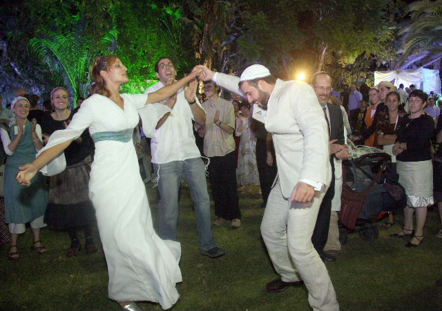 Being An International Performer I Cant Help But Notice The Difference Between American And Israeli Jewish Wedding Celebrations